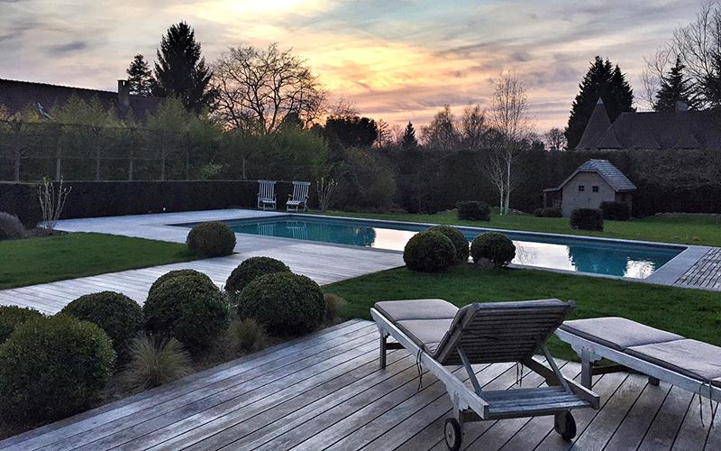 Levée du jour sur la piscine